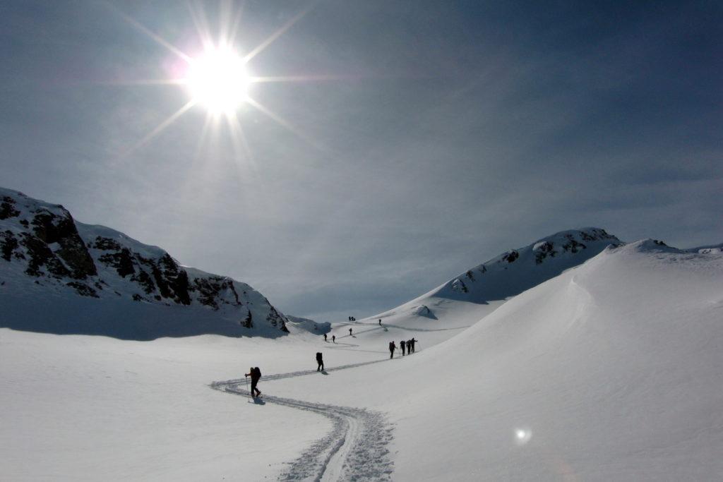 Der Winter hat viele Sportarten zu bieten. Werde jetzt fit mit diesen Übungen!