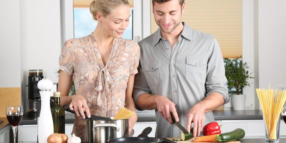 Selber Kochen ist gesund und spart Geld. Außerdem macht es auch Spaß.